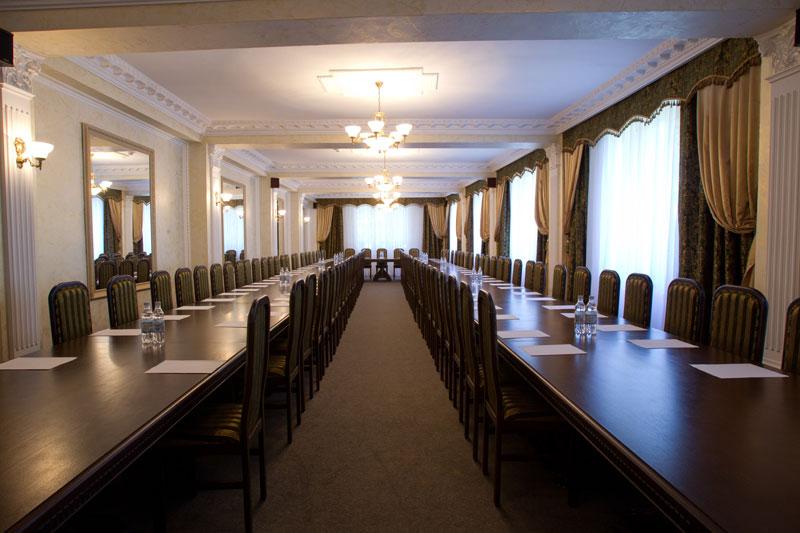 Большой зал, Чеботаревъ